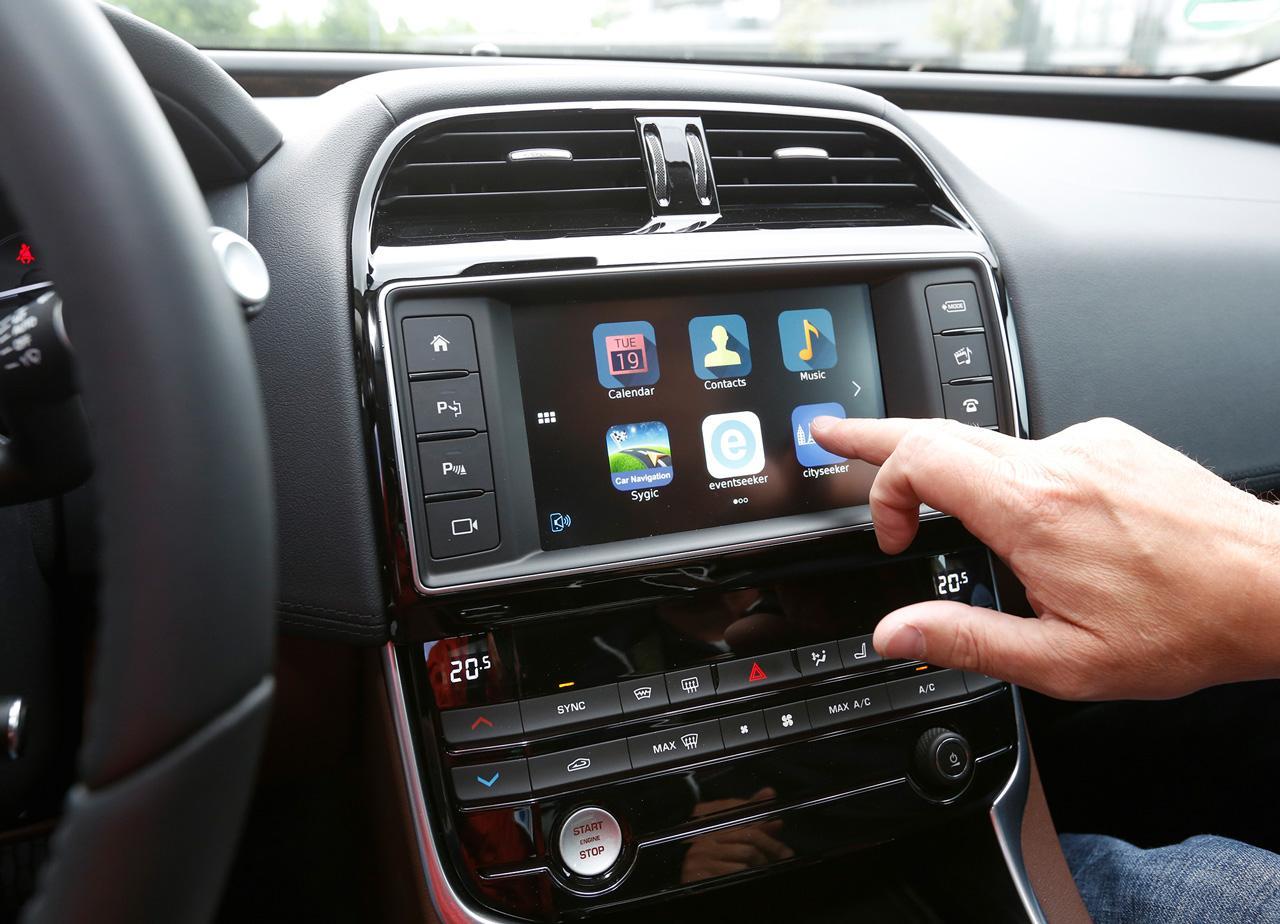 Az okostelefonok applikációinak integrálását már megvalósítottuk