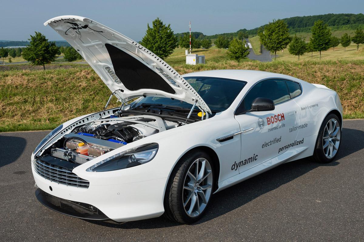 A hibrid járművek – amíg az akku töltöttsége és a gyorsítás mértéke engedi – nem is használják a belsőégésű motort városi környzetben