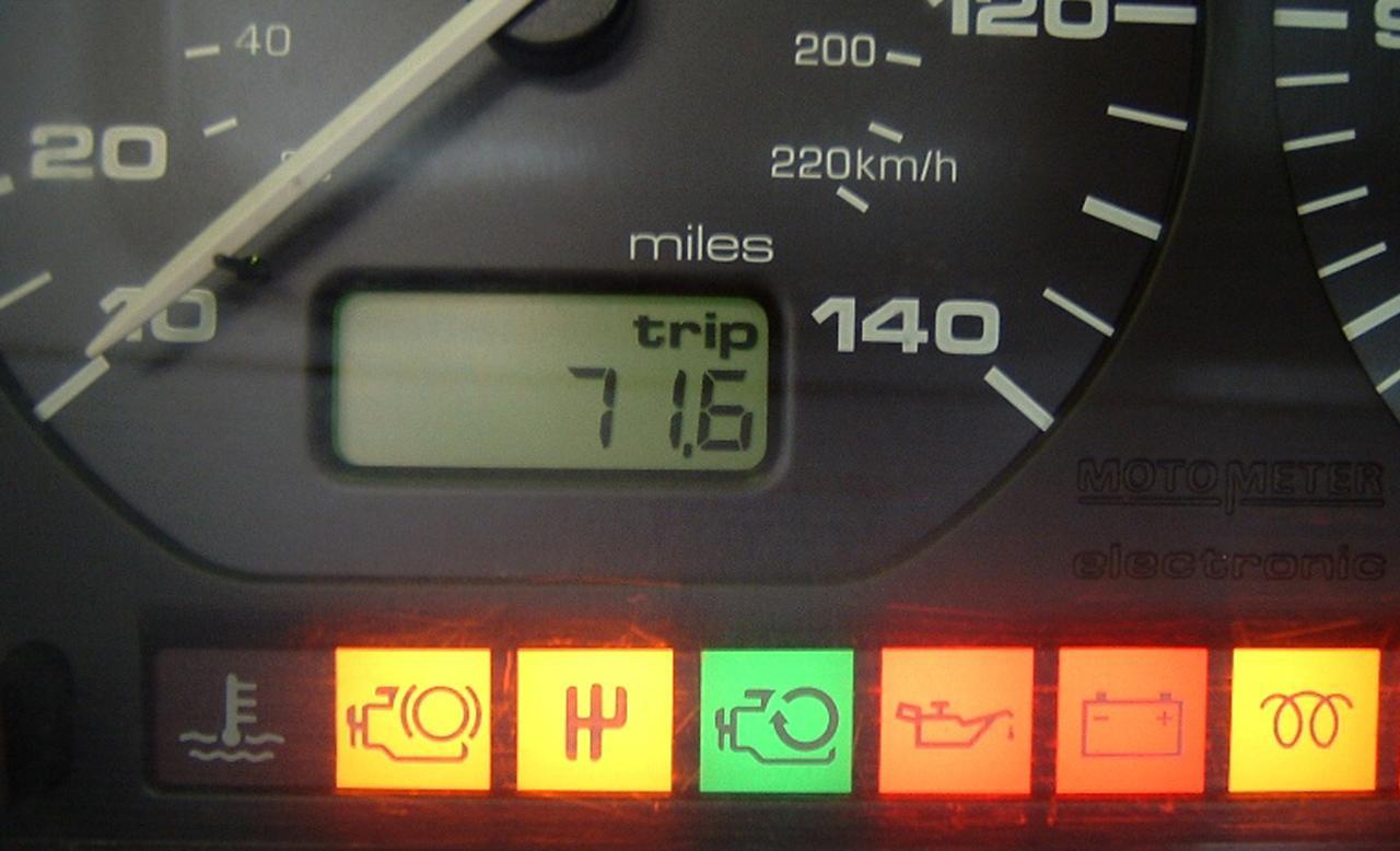 A Golf Ecomotion megjelentek olyan piktogramok a műszerfalon, amelyek addig még soha
