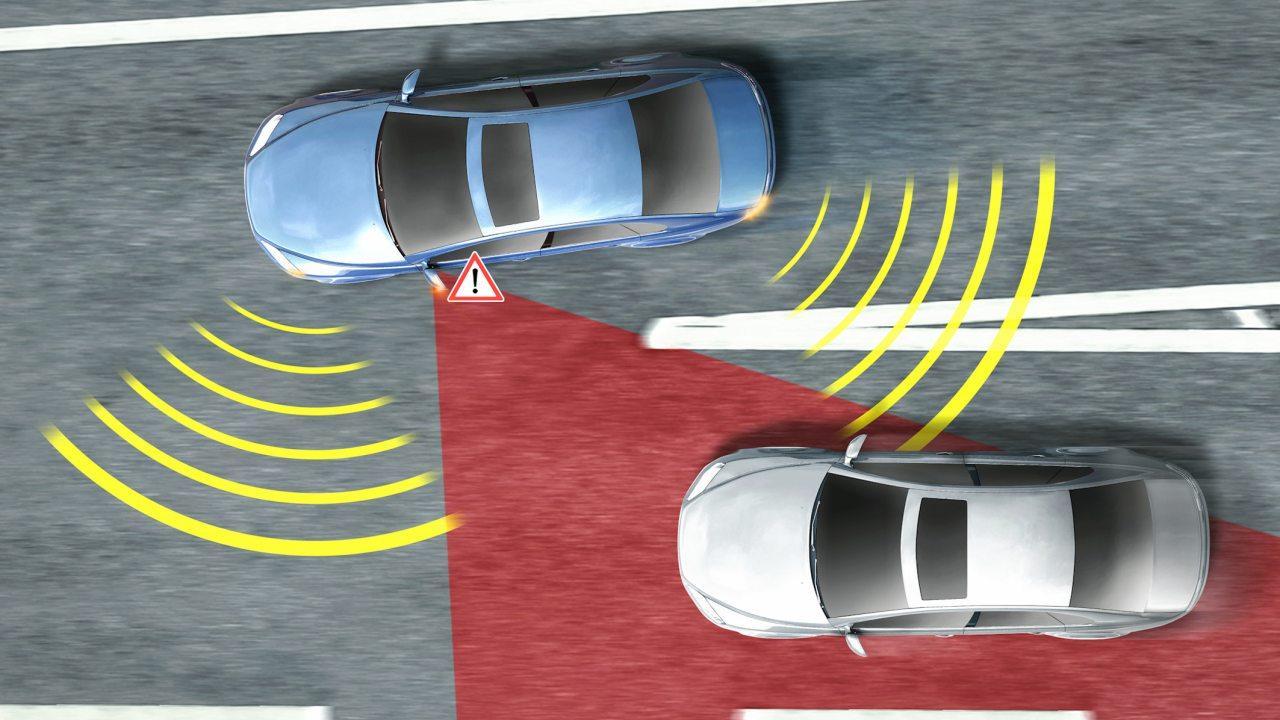 A sávváltást segítő és sávtartó asszisztensek is mérföldkövet jelentettek az önjáró autóhoz