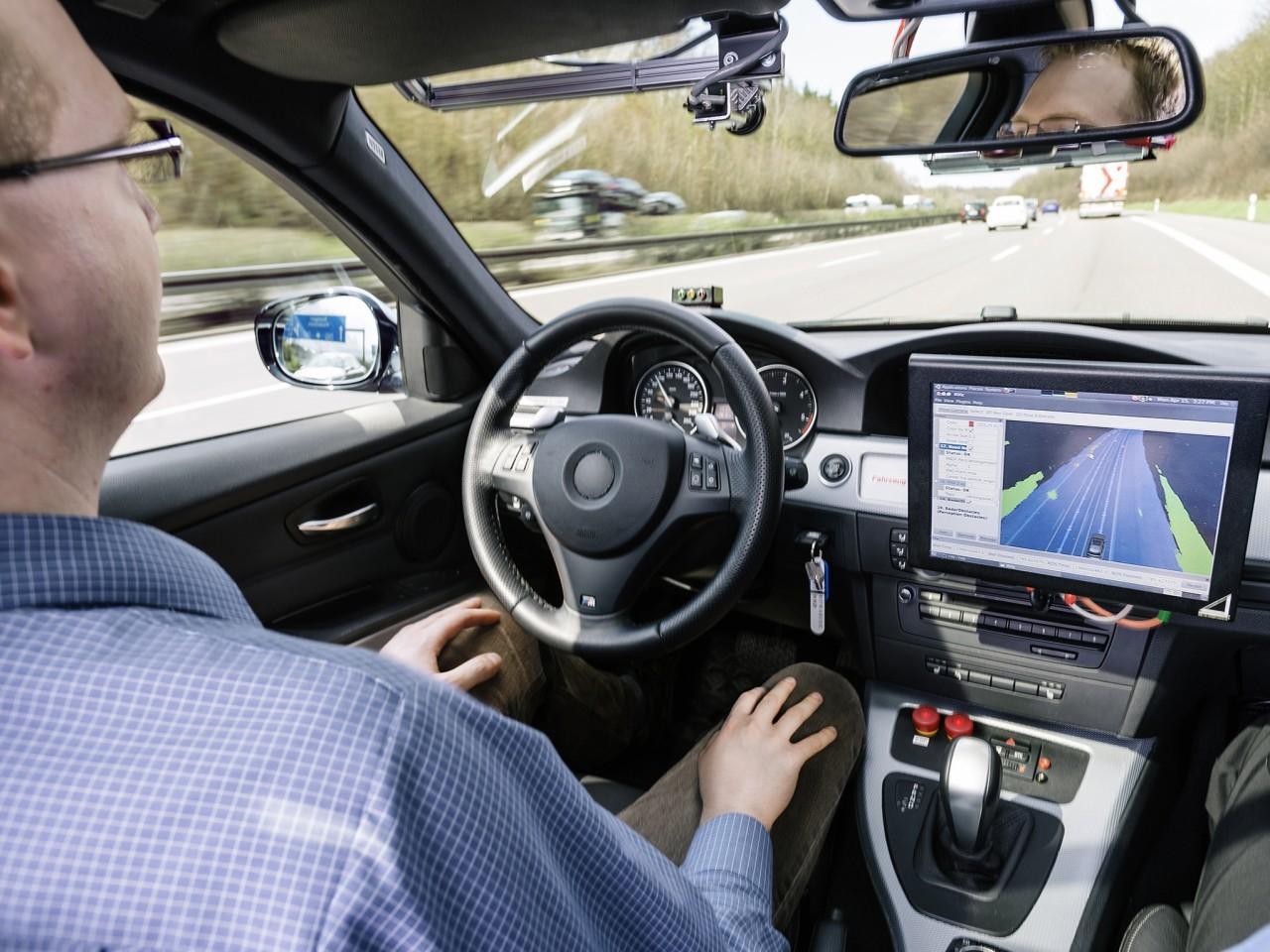 Számunkra az önvezető autó esetében is fő a biztonság