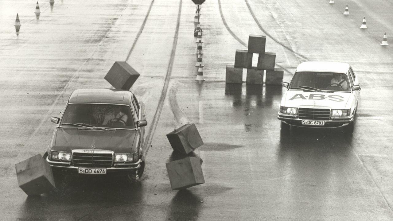 Lassan negyvenéves az autó fékezés közbeni irányíthatóságát biztosító blokkolásgátló
