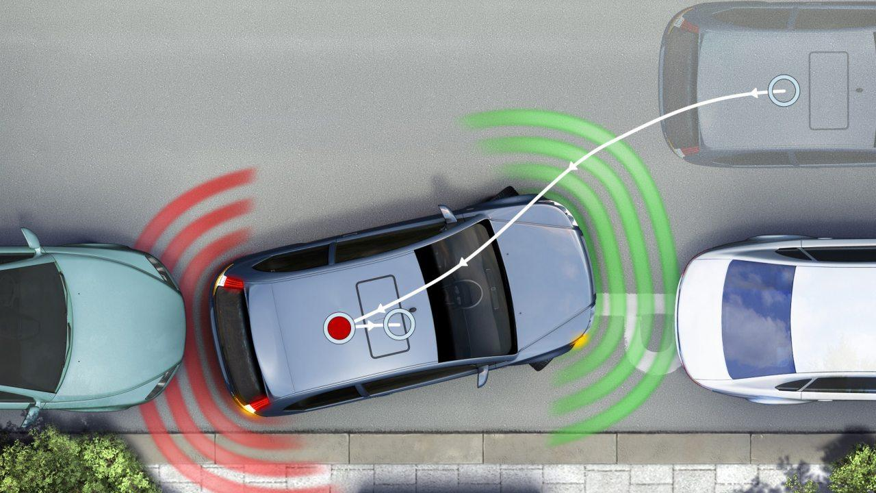Már 2015-ben megvalósul a távvezérelt parkolás, és a teljesen önálló robotpilótára sem kell sokat várni