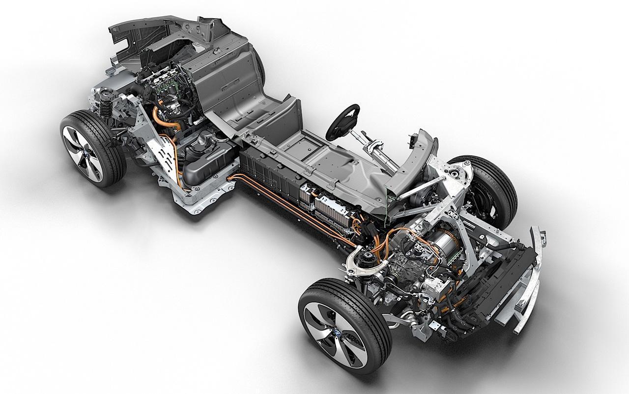 Az összetett hajtásrendszernek köszönhetően az autó egyszerre takarékos és dinamikus