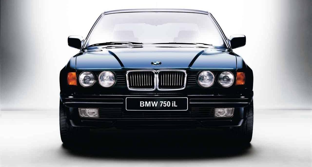 Az első, sorozatban gyártott Litronic fényforrással szerelt jármű a BMW 750iL