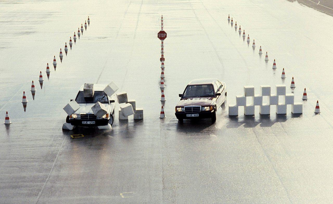 Mindegy, hogy lassít vagy gyorsít a jármű, a Bosch rendszereinek célja a manőver biztonságos befejezése. Blokkolásgátlóval fékezés közben is irányítható marad az autó