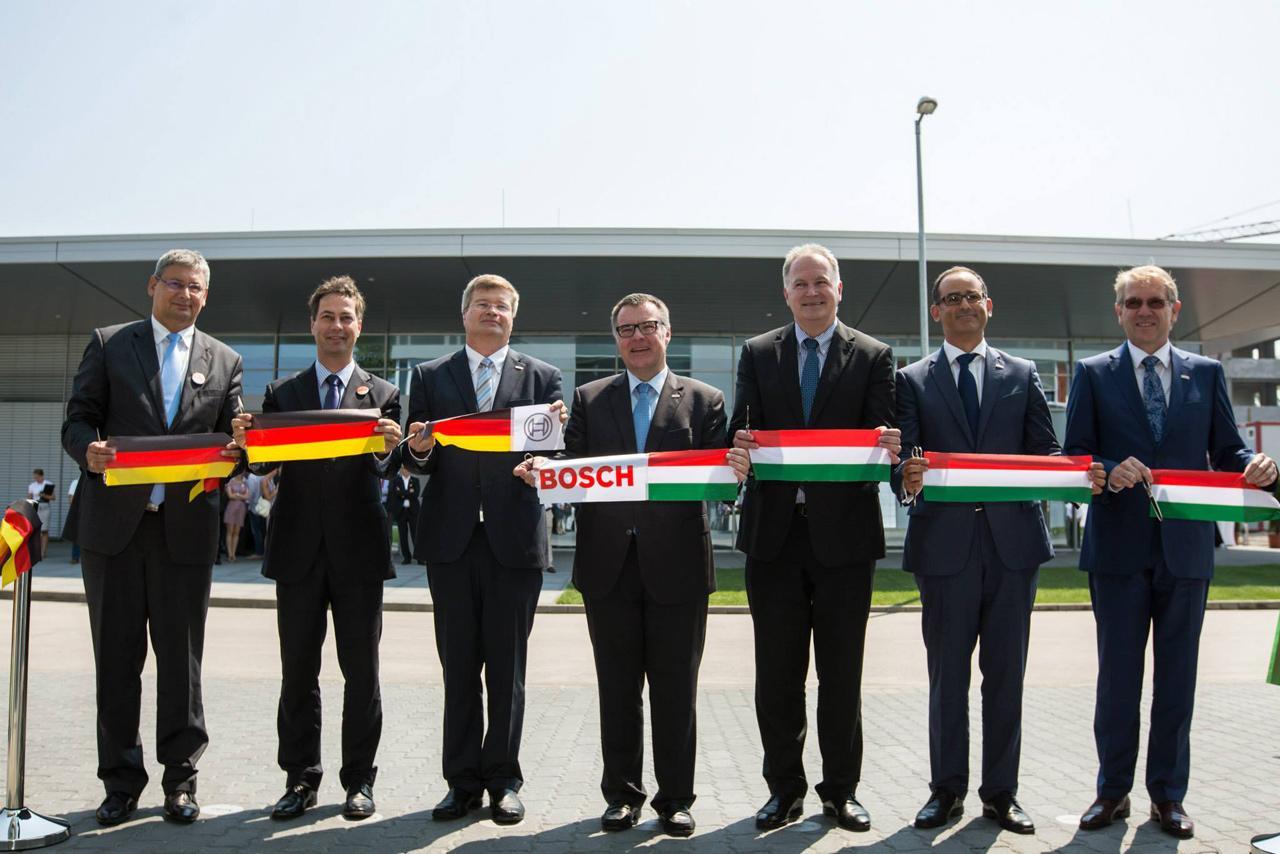 2015 augusztusában tartottuk a fejlesztési központ új épületének ünnepélyes megnyitóját