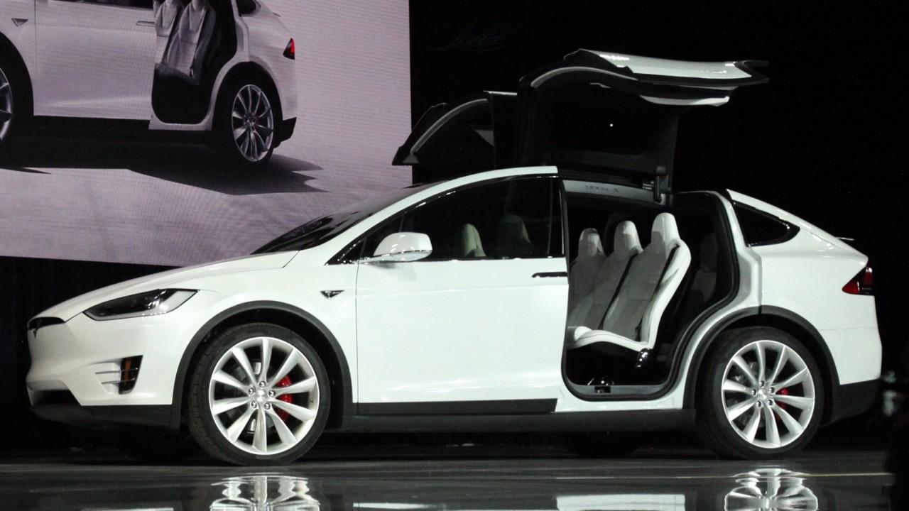 A Tesla Model X ma még az egyetlen kizárólag villanymotorral hajtott SUV. Az amerikai gyártóval a Bosch is szorosan együttműködik