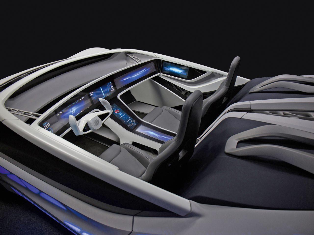 A Bosch autóba épített rendszerei természetesen az Intelligens otthon megoldásaival is együttműködnek. Így például, ha olyankor jön a futár, amikor úton vagyunk, akkor akár az autóból is intézhetjük a csomagátvételt