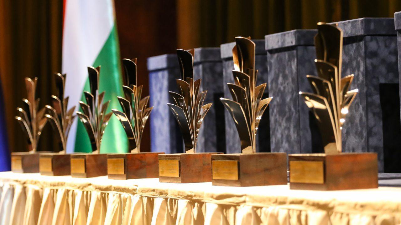 A Bosch Budapesti Fejlesztési Központja és az Év Befektetője díj egyaránt 2005 óta létezik. Utóbbi azok elismerésére szolgál, akik az adott évben a legnagyobb mértékben járultak hozzá a magyar gazdaság fejlődéséhez és a foglalkoztatottság növeléséhez.