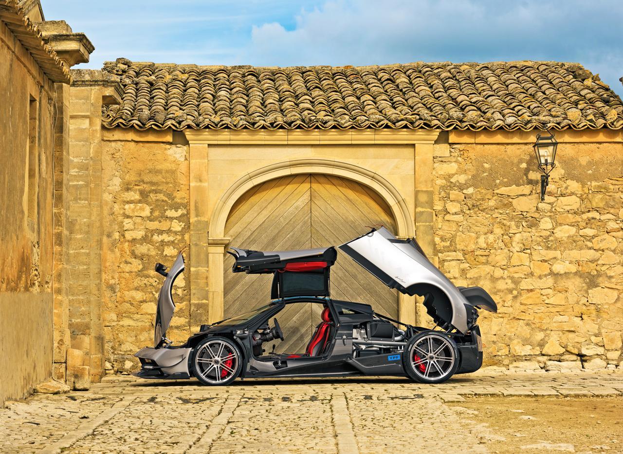 Felépítése és műszaki megoldásai kiemelik a sportautók közül is a Huayra BC-t