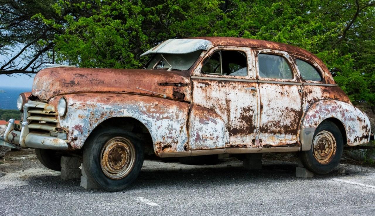 Jelentősen megugrott a hazai autóállomány átlagéletkora
