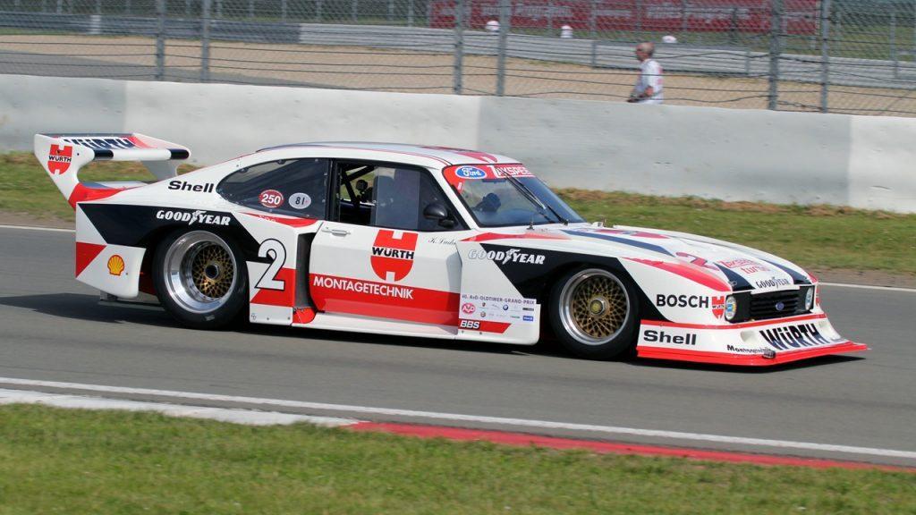 A Deutsche Rennsport Meisterschaft versenyautóit látványos, már-már GT versenyautókra emlékeztető légterelőkkel vértezték fel