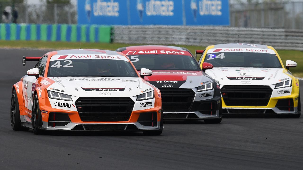 Az Audi TT Cup versenyautói is lenyűgöző látványt nyújtanak élőben