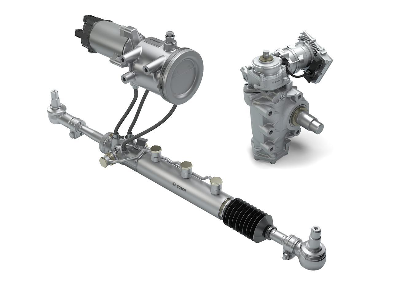 A Bosch eRAS segédtengely-kormányzás 100 kilométerenként 0,6 literrel csökkenti a fogyasztást, ez éves szinten közel 900 literrel kevesebb gázolajat jelent! A Servotwin kormányrásegítő (jobbra fönt) pedig főként komfort- és biztonságnövelő funkcióival tűnik ki