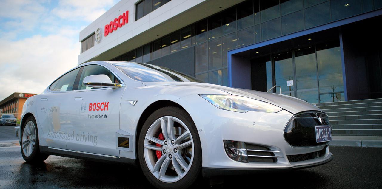 A Bosch jelenleg is több gyártóval fejleszt és tesztel a világ szinte minden kontinensén