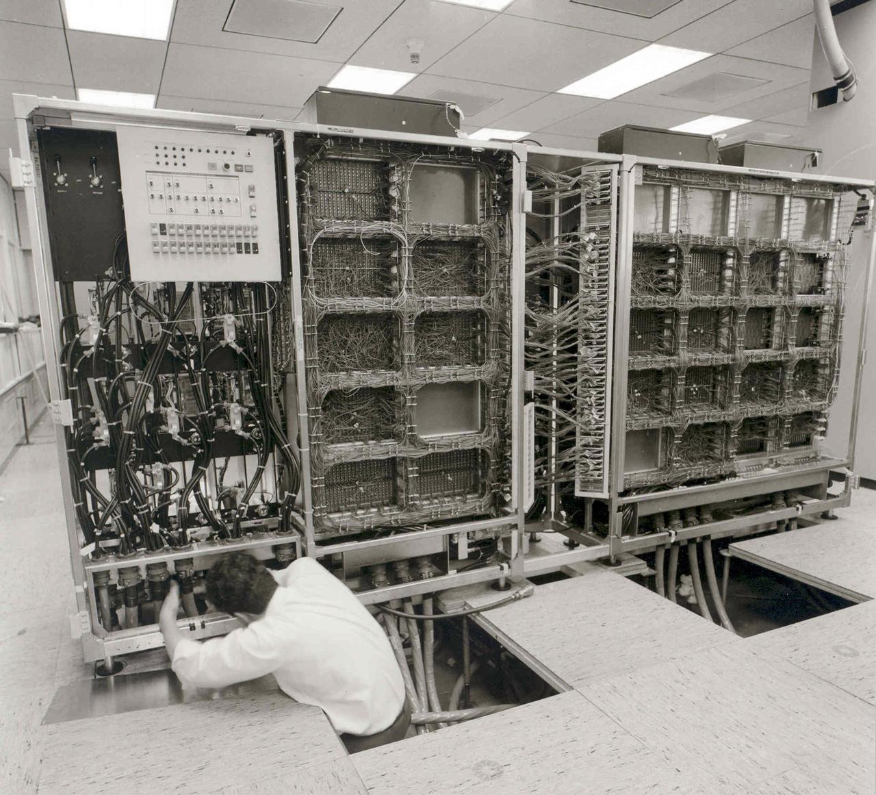 Az IBM 370 / 165 nagyszámítógép összeszerelése a Bosch feuerbachi (Németországi Szövetségi Köztársaság) telephelyén, 1971