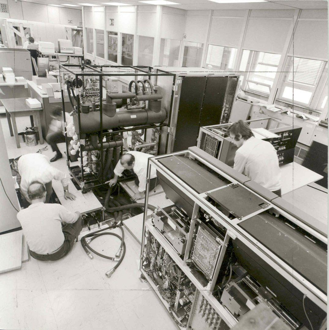 Az IBM 370 / 165 nagyszámítógép beüzemelése a Bosch feuerbachi (Németországi Szövetségi Köztársaság) telephelyén, 1971