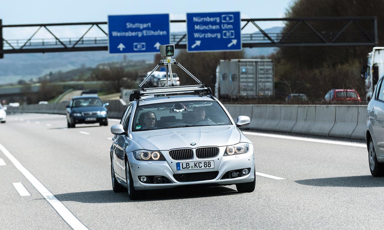 Az önmagát irányító jármű gyakorlatilag az évezred elejétől létezik, a technológiát azonban folyamatosan fejlesztették a mérnökök