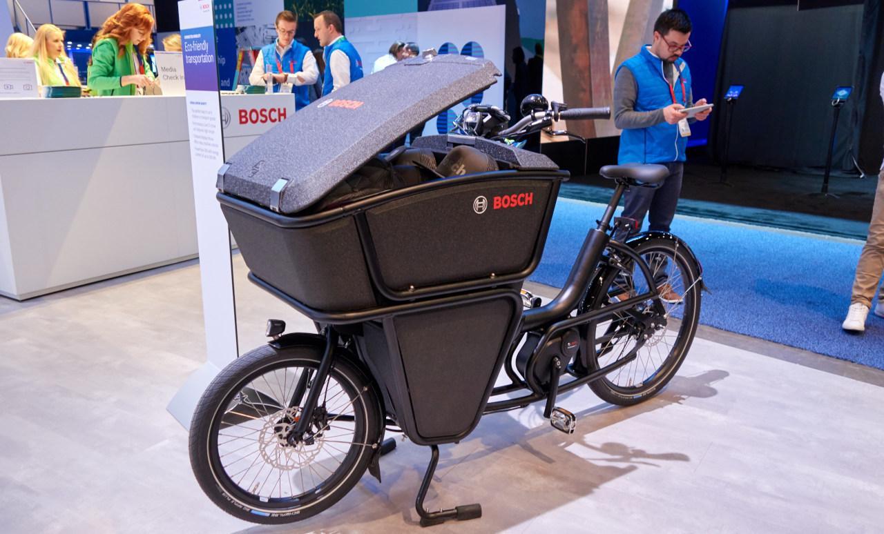 Akár 200 kilogrammnyi árut szállíthat egy rásegítéses teherkerékpár!