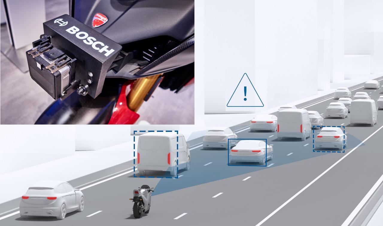 A közepes hatótávolságú első radar a követési távolságot szabályozó adaptív sebességszabályozó és az ütközésre figyelmeztető rendszer alapja