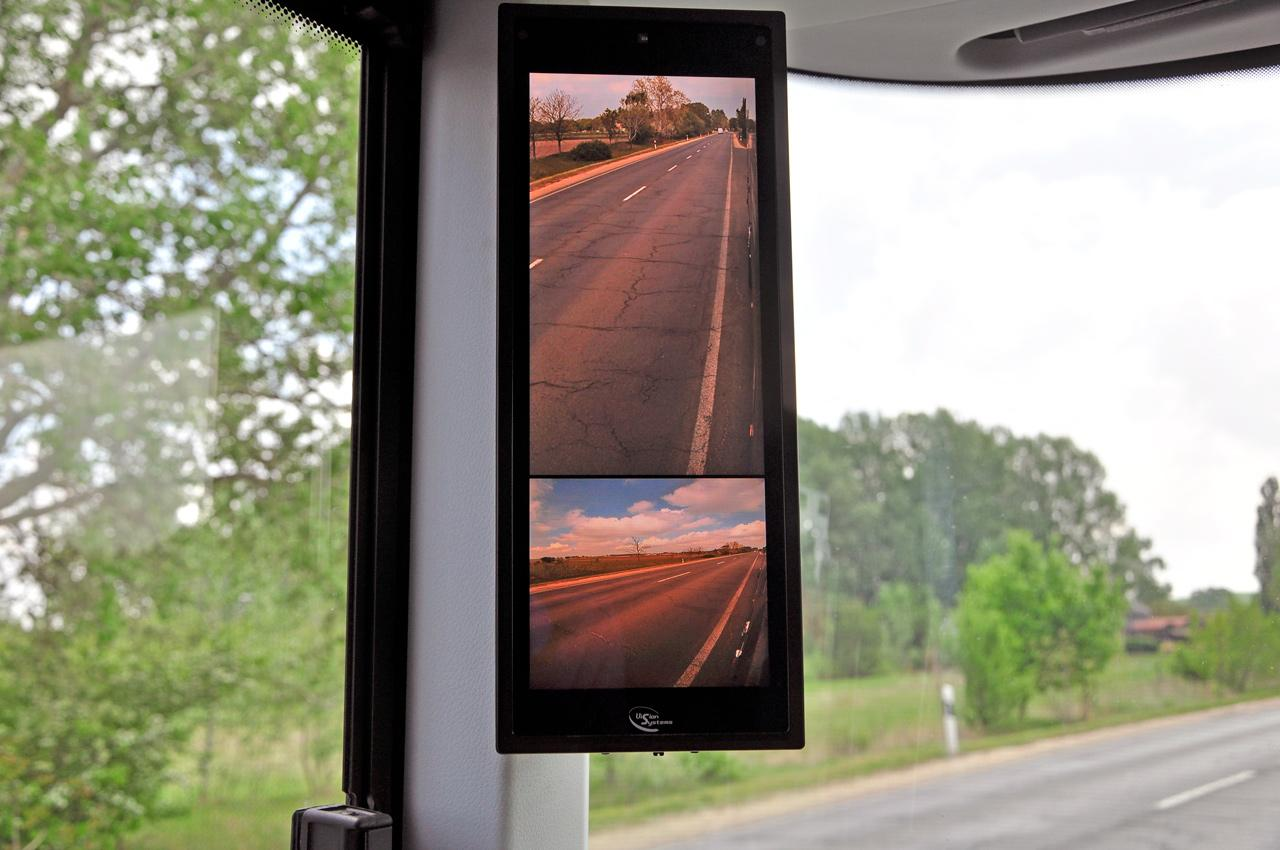 Digitális tükör a Neoplan Skyliner autóbuszban