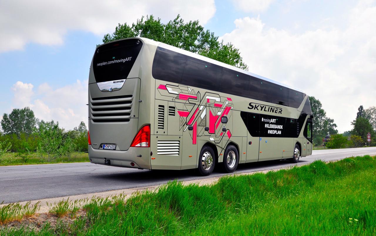 Neoplan Skyliner tükör nélküli autóbusz