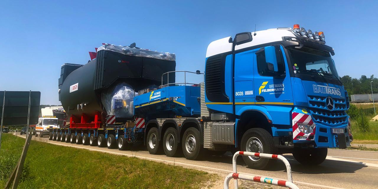 Németországban nappal, az autópályán is közlekedhetett a szállító szerelvény