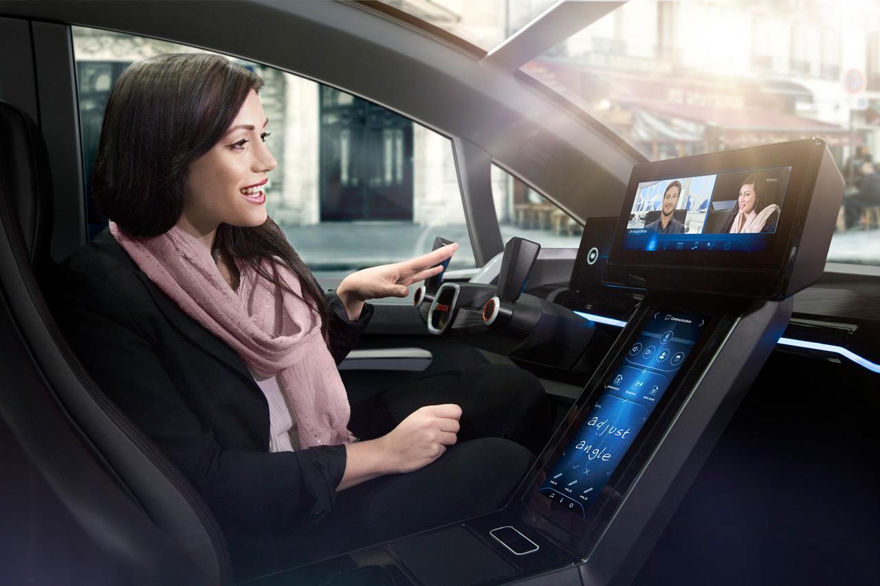 Az önvezető járműveknél különösen nagy jelentősége lesz a kijelzőknek