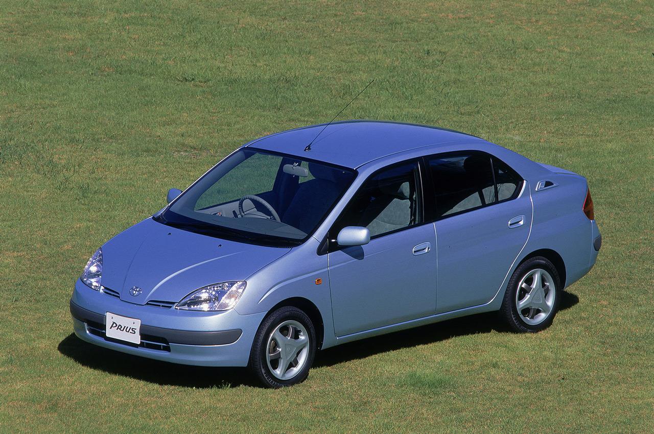 A Toyota Prius első generációja nem éppen a szépségével tűnt ki kortársai közül, korszakalkotó szerepe viszont megkérdőjelezhetetlen