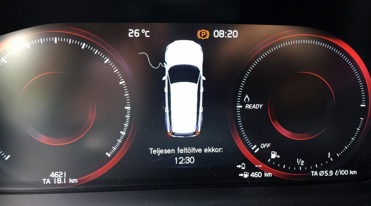 Szinte teljesen lemerült akkumulátor esetén is alig több, mint 4 óra alatt töltődik fel a hagyományos konnektorból...