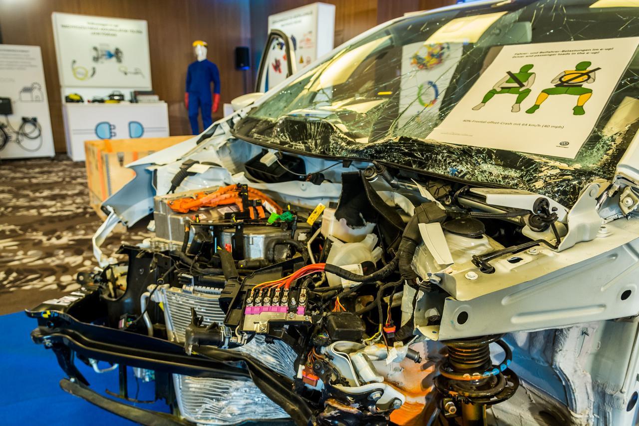 Törésteszteket már elektromos autókon is végeznek, biztonsági szempontból eddig ezek biztatóak voltak