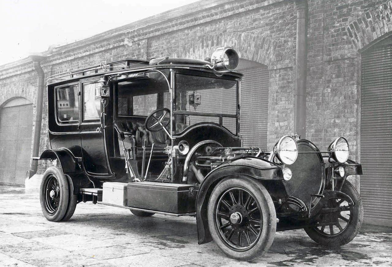 Sok esetben a járművek indítása egy külön szakértőt igényelt
