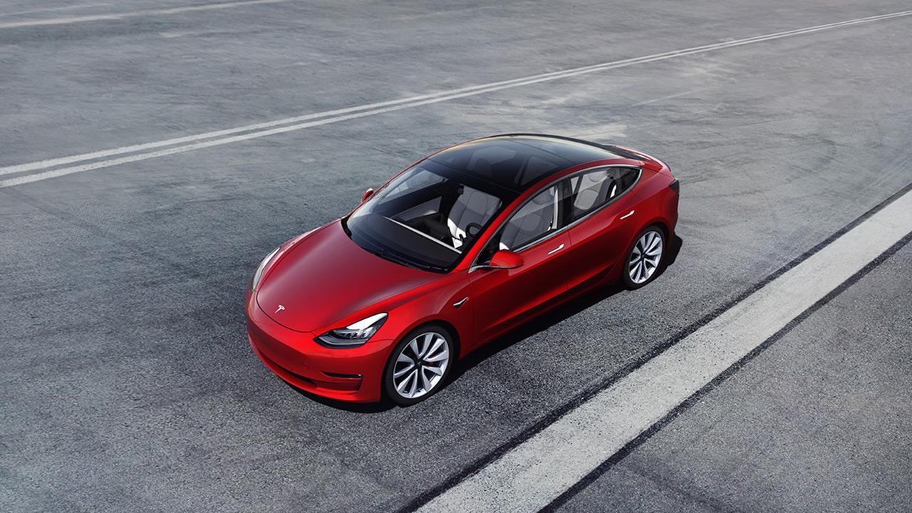 A Telsa Model 3 értékesítései nehezen indultak, de ma már az egyik legsikeresebb villanyautó