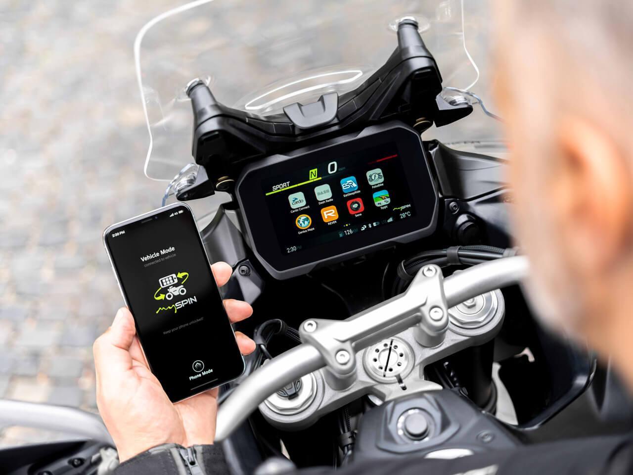 A mySPIN a kijelzőre varázsolja mobiltelefonunk tartalmát