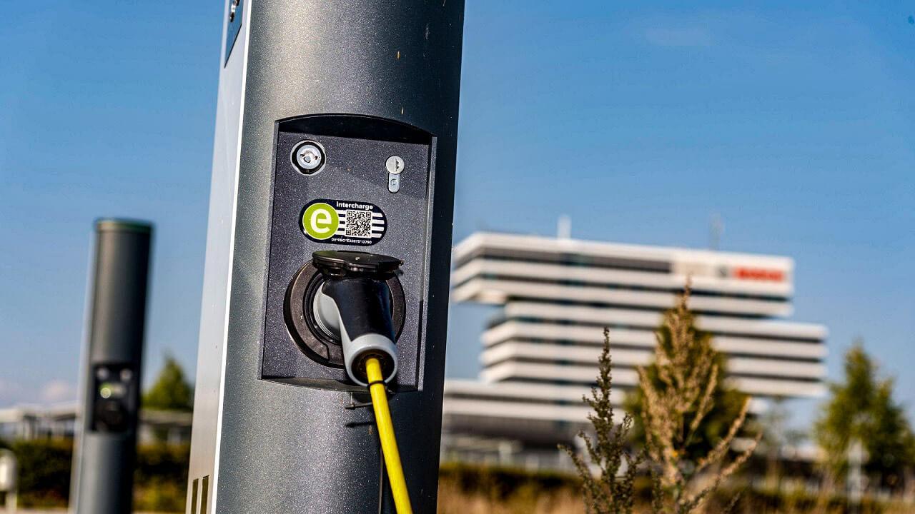A Bosch új megoldásai az elektromos autót használók számára hatalmas segítséget jelentenek majd