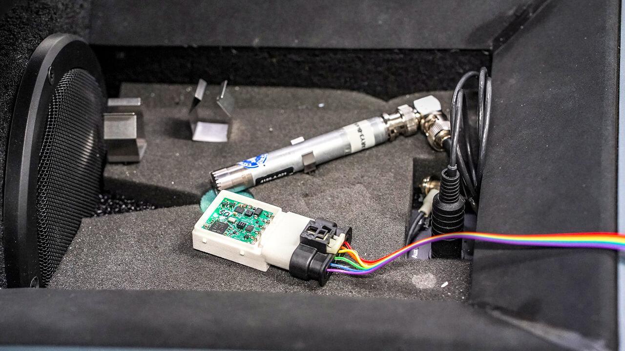 A speciális mikrofon lesz az önvezető autó füle