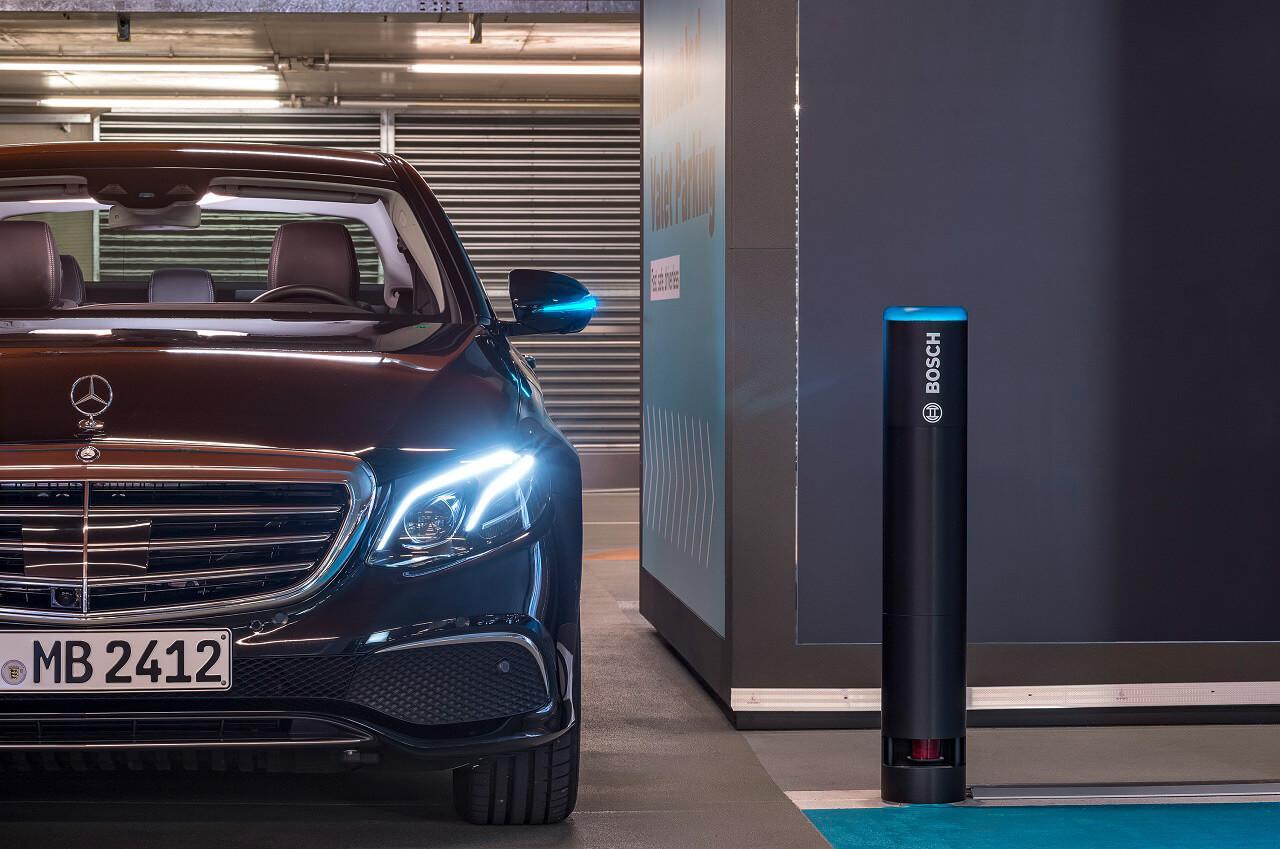 A parkolóházat továbbra is használhatják a hagyományos járművek is az önvezetők mellett