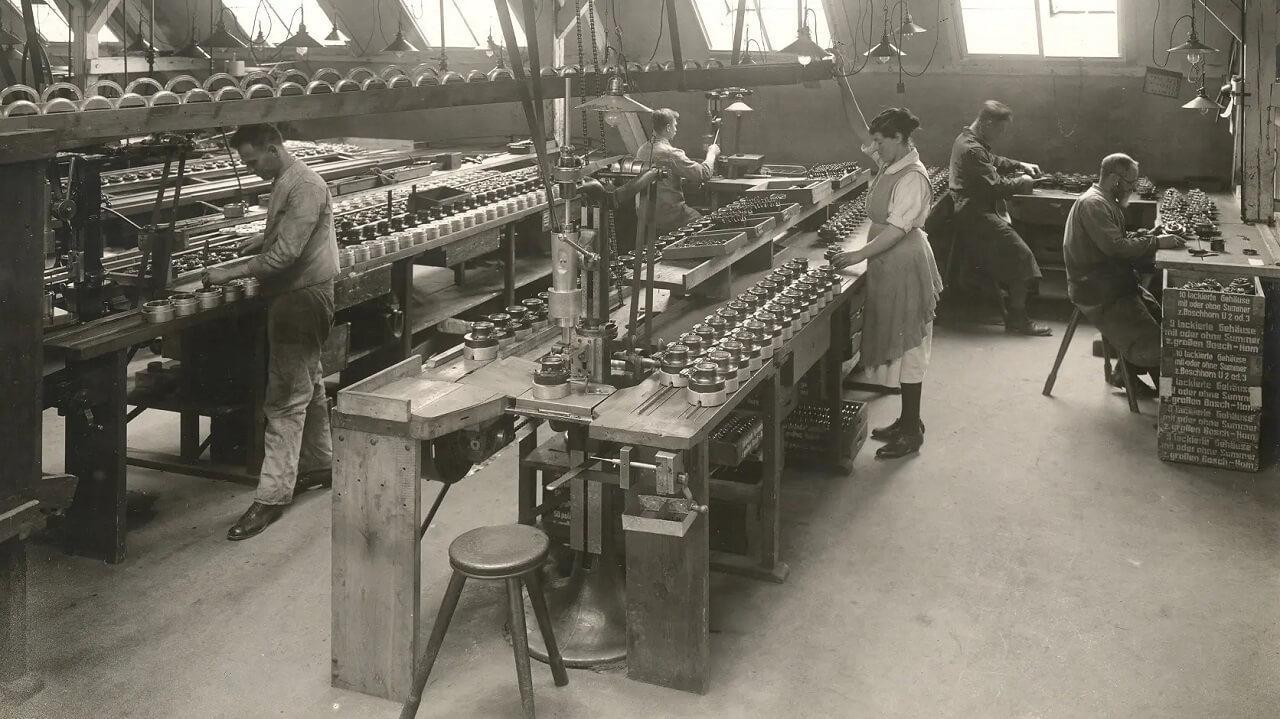A dudák gyártása egyre komolyabb kapacitásokat kívánt az idő előrehaladtával