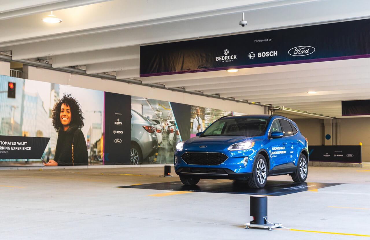 A vezetőnek nincs más dolga, mint a kijelölt zónában megállni, a parkolást már az automatizált rendszer intézi