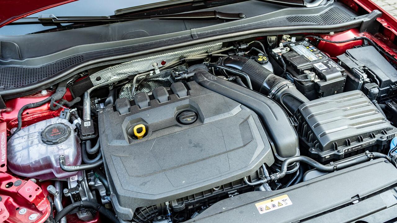 Az erőforrást egy energiavisszanyerésre is alkalmas generátor támogatja